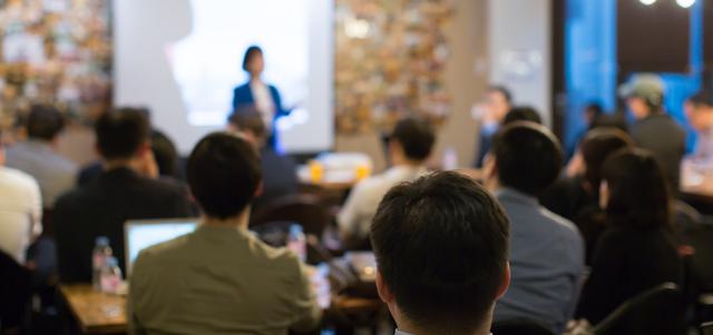szkolenie konferencja ośrodek konferencyjny – białe brenno ośrodek wypoczynkowy dla firm- jezioro, domki brenno, domki letnistkowe, organizacja wydarzeń, wynajem sali nad jeziorem dla firm, brenno domki jezioro,